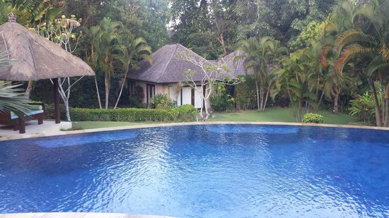 Villa Menari Bali: Pool and seperate villa