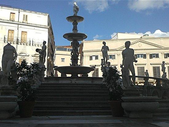 Fontana della Vergogna (Fontana Pretoria): fontana pretoria