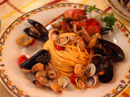 Dieci Pasta e Ceci: 魚介のパスタ
