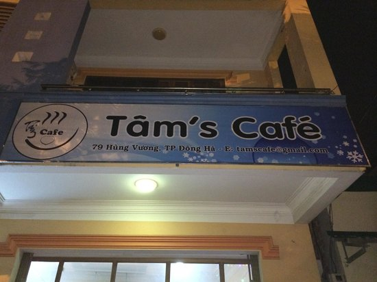Tam's Cafe : Outside