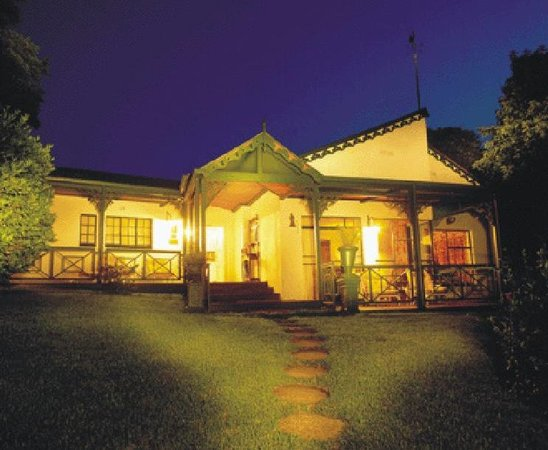 Sherwoods Country House: FRONT OF HOUSE
