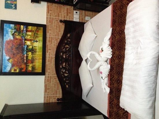 Hoang Trinh Hotel: swans