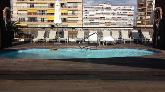 Hotel Agir: piscine exterieur (petite) au 6ème étage