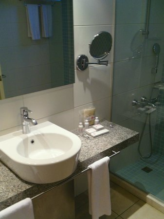 Barut Hemera : bathroom in suite