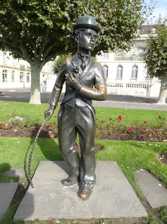 Charlie Chaplin Statue: charlot