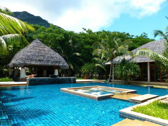 Hilton Seychelles Labriz Resort & Spa : la piscine très calme ...