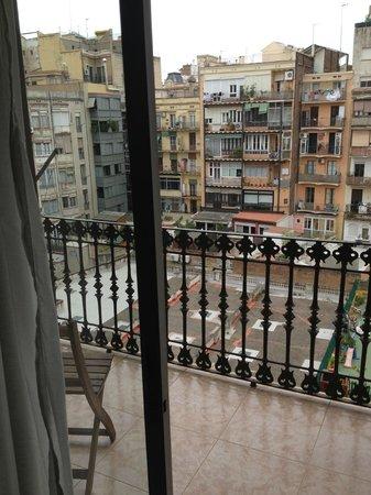 Barcelona Rooms: Вид из номера во двор