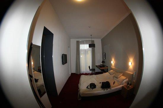 Hotel Noir: Вид из коридора