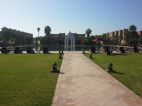 Sahara Palace Marrakech: drive up to the hotel