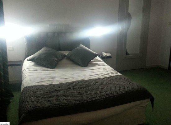 Hotel Du Parc : Le lit