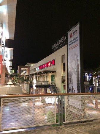 La maquinista tienda apple fotograf a de centro - Centro comercial maquinista barcelona ...
