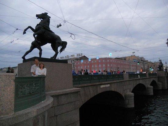 Anichkov Bridge: Памятное место