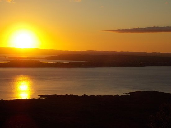 Auckland Sea Kayaks: Sunset from the Rangitoto Summit