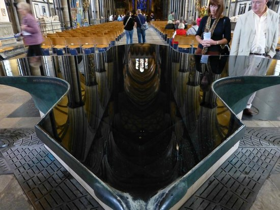Salisbury Cathedral and Magna Carta: Font with reflections