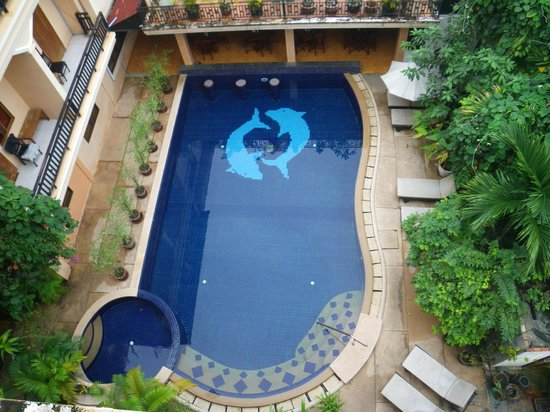 Apsara Dream Hotel: Pool/Restaurant area. Good food for low prices