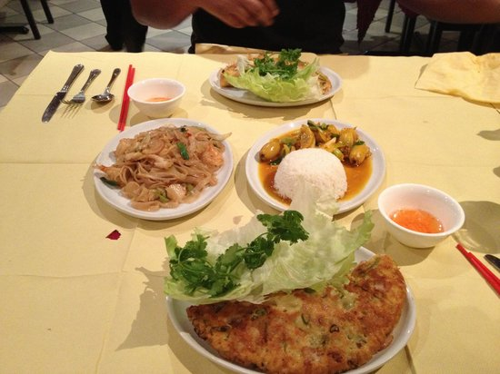 Que Huong Vietnamese Restaurant: Beautiful feast