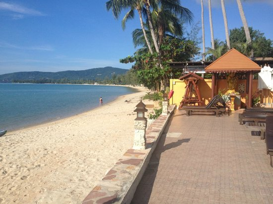 Kanok Buri Resort: Beach