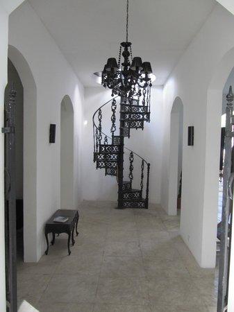 The Villa: entree