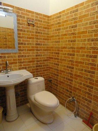Hotel Jeet Villa: Bathroom