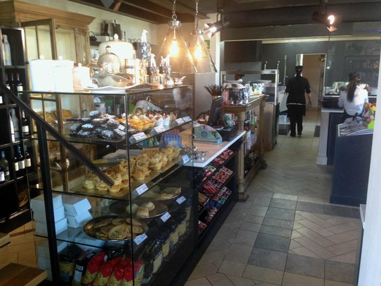 Tredici: Pastry counter