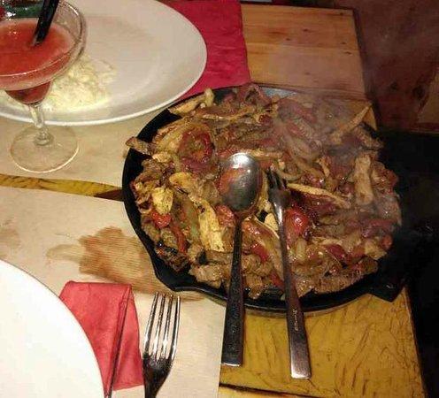 Mexicali: Fajitas Combo - Pollo Manzo Verdure