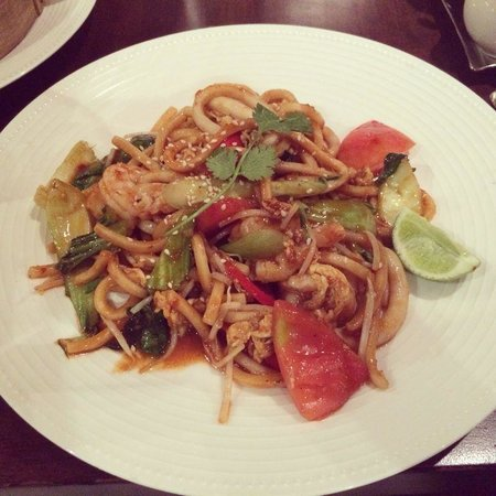 The Noodle House - Souk Madinat Jumeriah: Mee Goreng - with prawns and squid. Heaven !