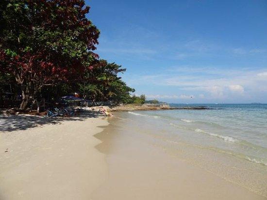 Ao Pudsa Bungalows: the beach at ao pudsa