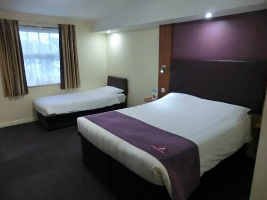 Premier Inn Helston Hotel: Family room