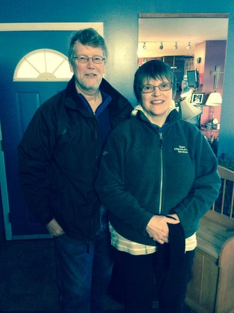 Glacier Park Bed and Breakfast: Joe & Linda Return. Great to Catch Up.
