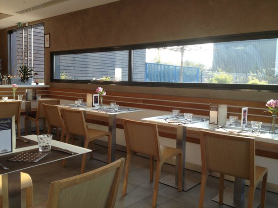 Manicook : Table agréable et confortable