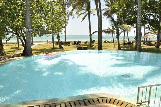 Neptune Palm Beach Boutique Resort & Spa: Piscine village