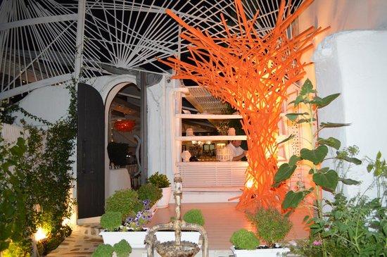 Koursaros: Interno del ristorante