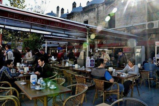 Erzincanli Ali Baba: Outdoor sitting area
