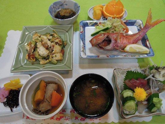 Shirahama Island Resort: 夕食はボリュームあり