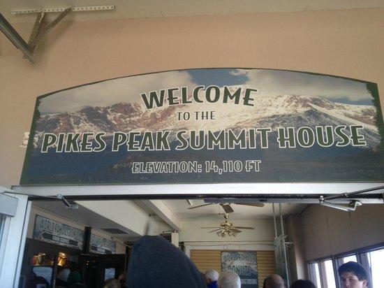 Pikes Peak Cog Railway: Entrada restaurante