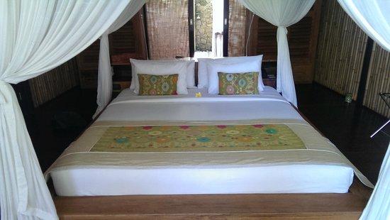 Fivelements Bali Retreat : Bed in the villa Bidadari