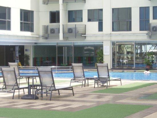 Ming Garden Hotel & Residences: бассейн на 4 этаже