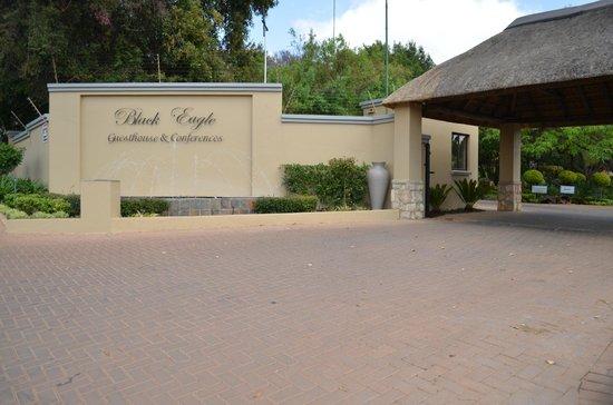 Black Eagle Boutique Hotel & Conferences : Front Entrance