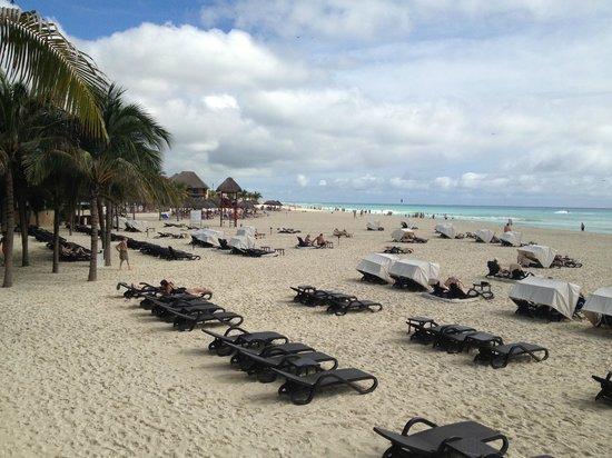 Royal Hideaway Playacar: Hotel Beach