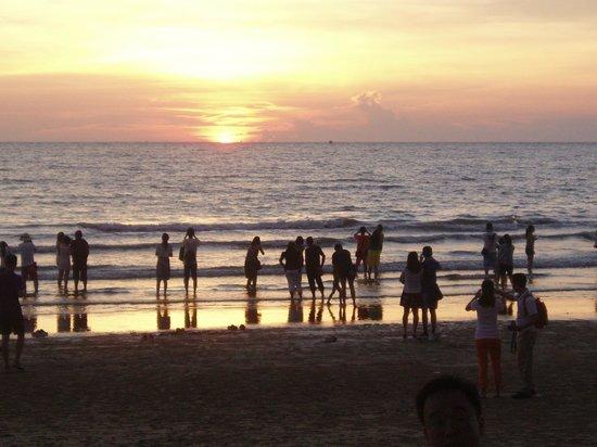 Megah D'Aru Hotel: Закат в море....