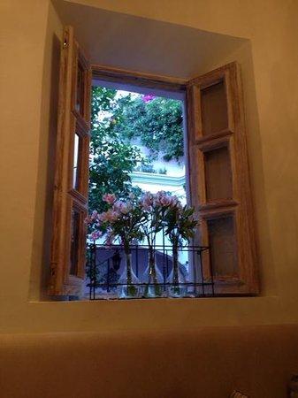 L´Ôtel: window from breakfast room
