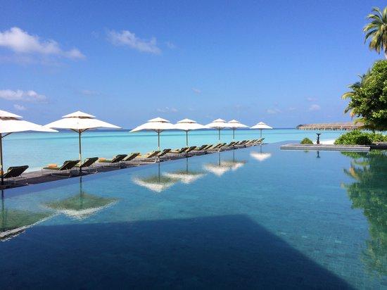 Anantara Kihavah Maldives Villas: pool