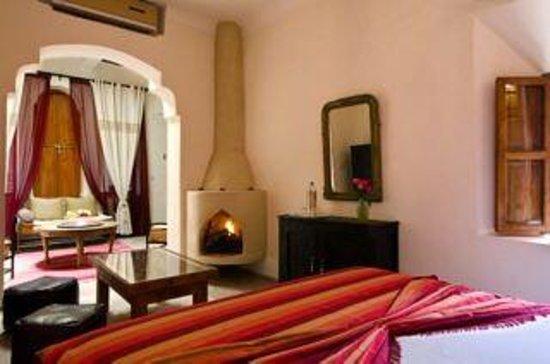 Dar Rocmarra: Suite with open fire