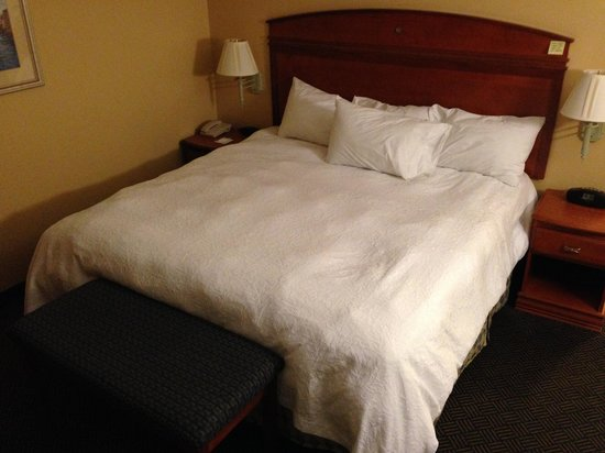 Hampton Inn Geneva: The Lumpy bed