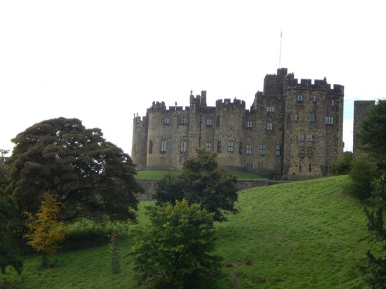 Alnwick Castle: View of outside the castle