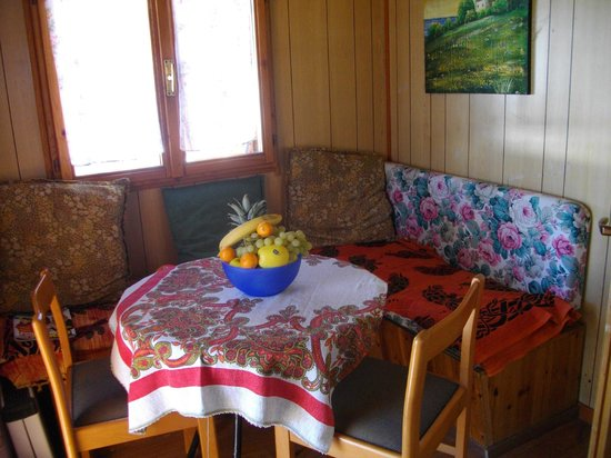 Angolo di Sogno: cucina-saletta bungalow