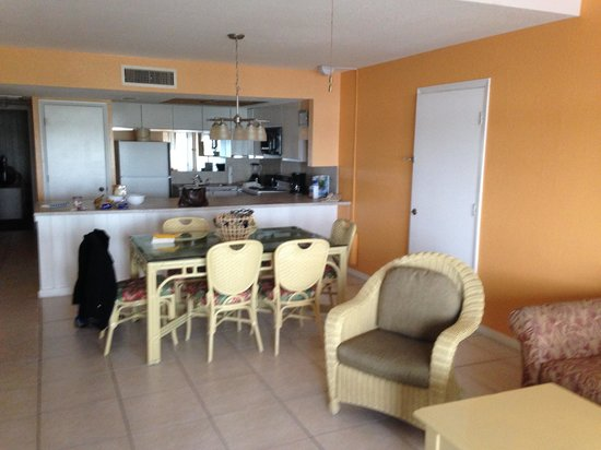 Legacy Vacation Resorts-Indian Shores: Large kitchen in 1&2 bedrooms