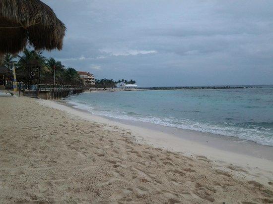 Catalonia Yucatan Beach: Buena situacion