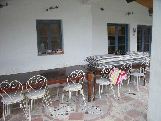 Villa Chante Coucou: petit déjeuner le matin bien protégé et agréable