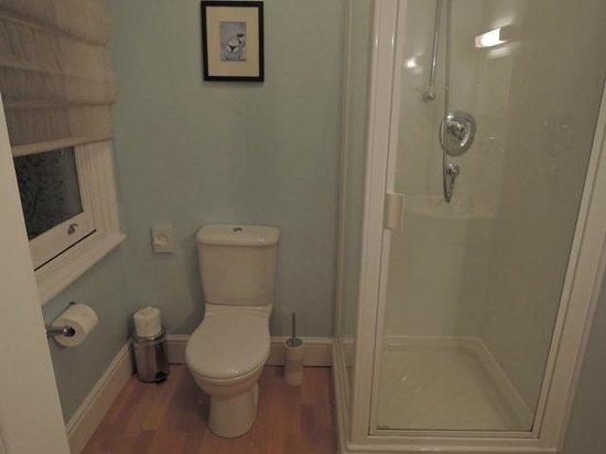 Carlton House: Bathroom